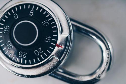 安全性データベースの実装とアップグレード
